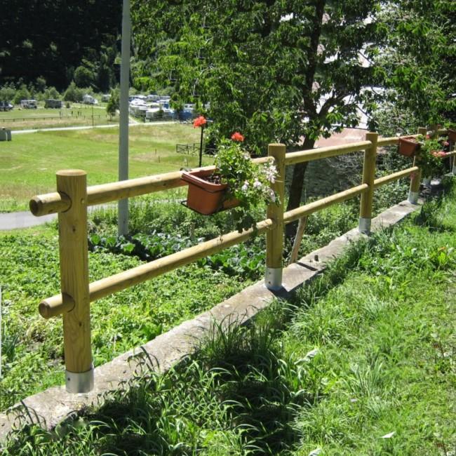 Staccionata a 2 traverse in pino certificato due fori - Staccionata in legno per giardino ...