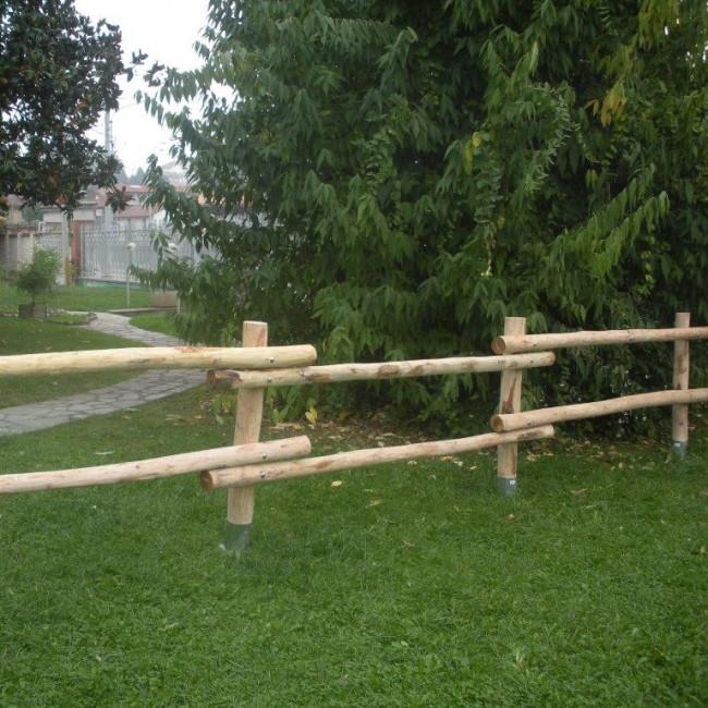 Staccionata valdostana a pali interi in castagno - Staccionata in legno per giardino ...