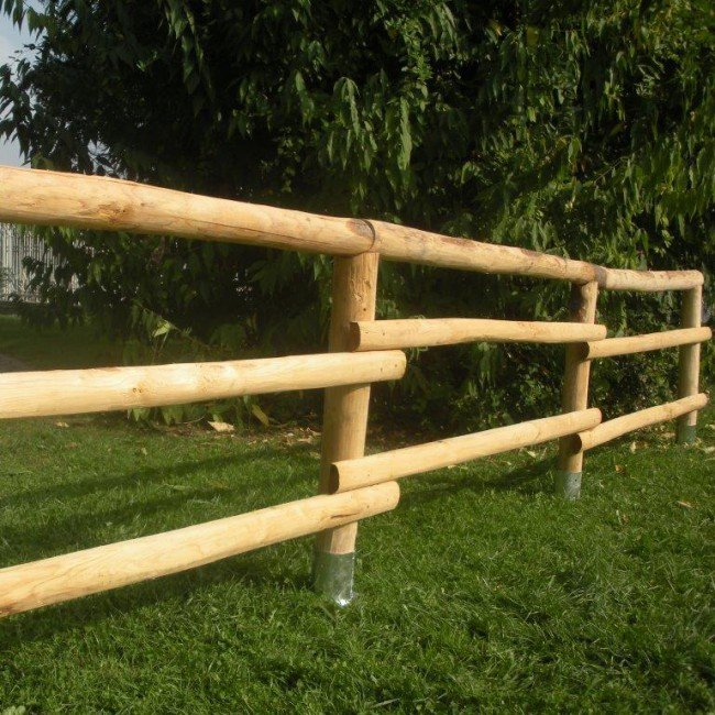 Staccionata a 2 traverse mezzi pali corrimano in - Staccionata in legno per giardino ...