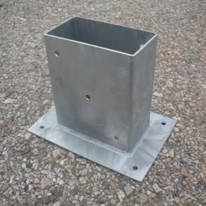 Staffa fissaggio su cemento per palo 23 x 9