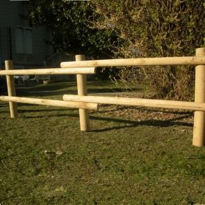 Staccionata Valdostana a pali interi in Castagno tornito