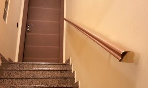 Corrimano in legno per scale interne