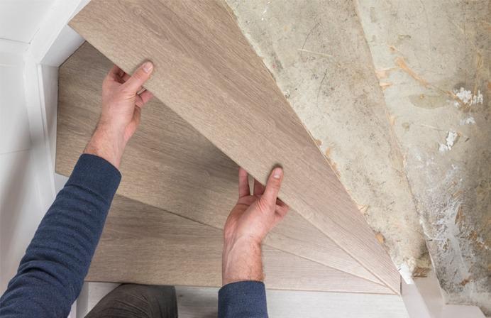 Rivestimento gradini legno posa