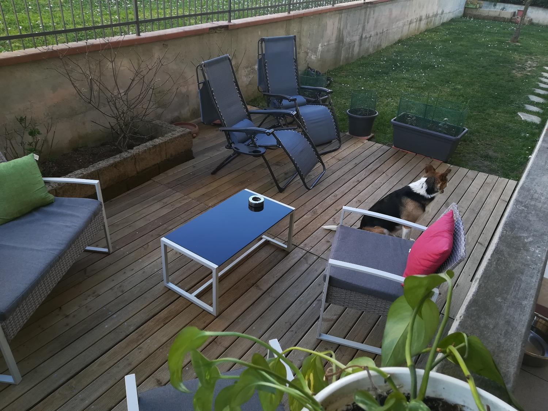 Pavimento in legno da esterno con listoni decking
