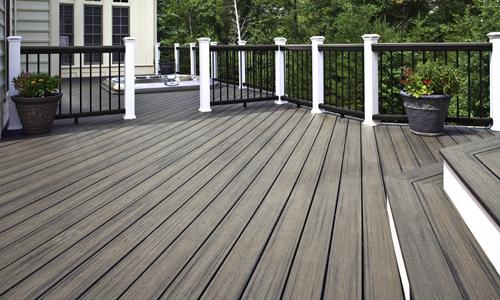 Quale pavimento in legno per esterno scegliere