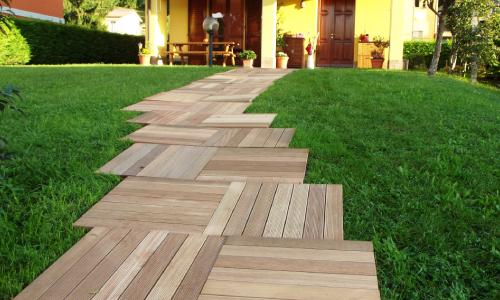 Come posare le mattonelle in legno da esterno